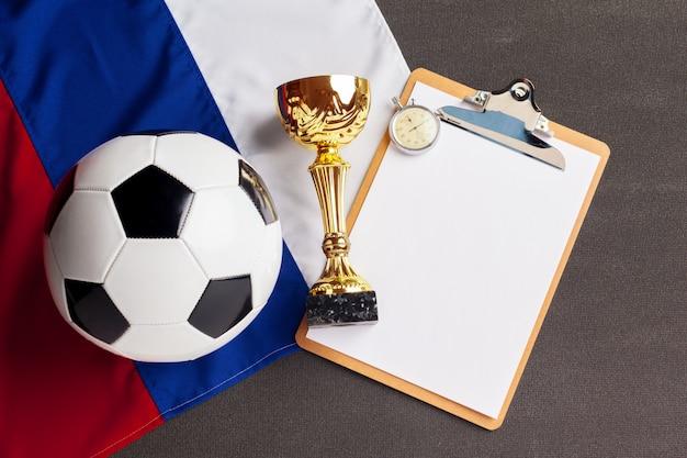 Drapeau de la russie avec ballon de football Photo Premium