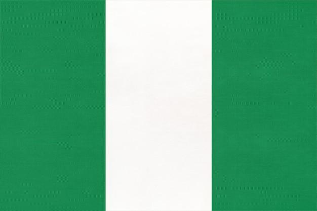 Drapeau de tissu national de la république du nigéria, fond textile. symbole du monde pays africain. Photo Premium