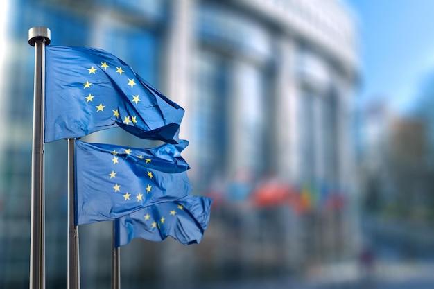 Drapeau De L'union Européenne Contre Le Parlement à Bruxelles, Belgique Photo Premium