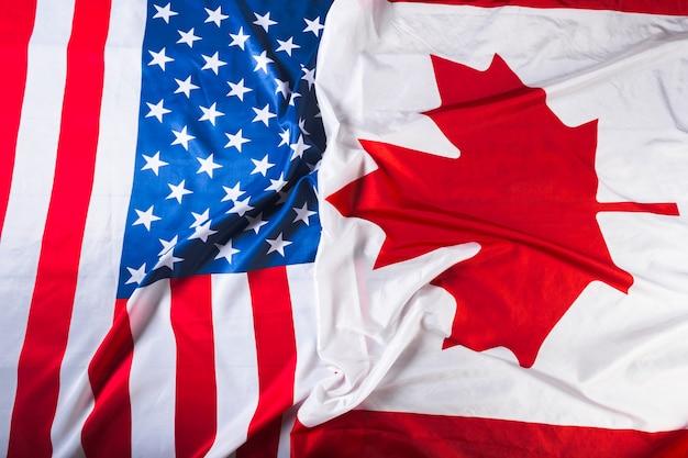 Drapeaux américains et canadiens ensemble Photo Premium