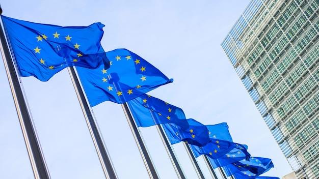 Drapeaux De L'union Européenne En Face Du Bâtiment Berlaymont à Bruxelles, Belgique Photo Premium