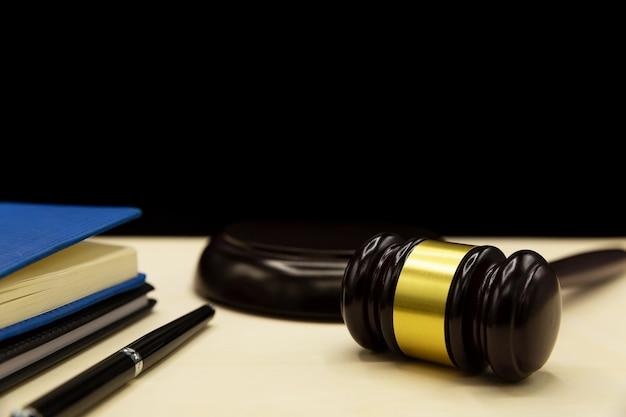Droit collaboratif ou pratique collaborative, divorce ou droit de la famille sur un pupitre. Photo gratuit