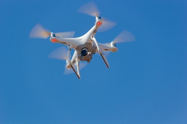 Drone Dans Le Ciel Photo Premium