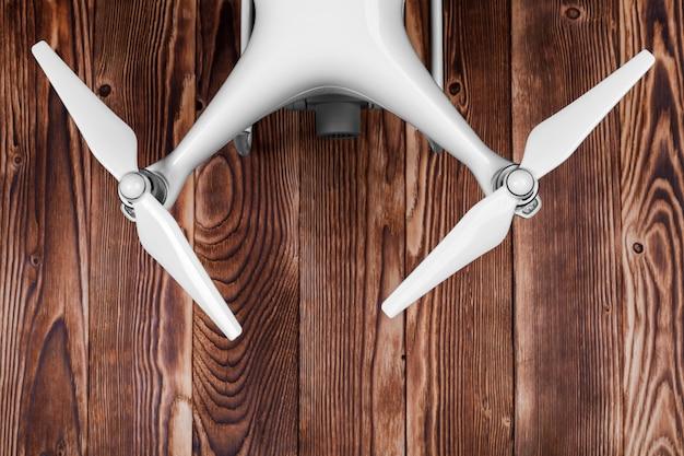 Drone isolé sur un fond de bois Photo Premium