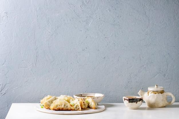 Dumplings gyozas potstickers Photo Premium