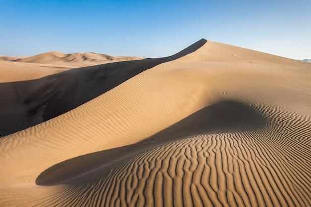 Dunes du désert de huacachina Photo Premium