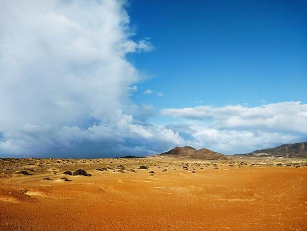 Dunes Et Montagnes Au Loin à Fuerteventura, Espagne. Photo gratuit