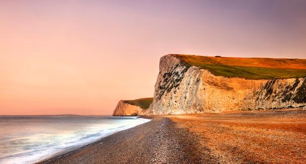 Durdle door sur la côte jurassique à dorset royaume-uni Photo gratuit