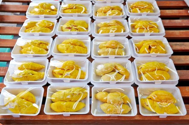 Durian Pelé Au Marché De Rue Photo Premium