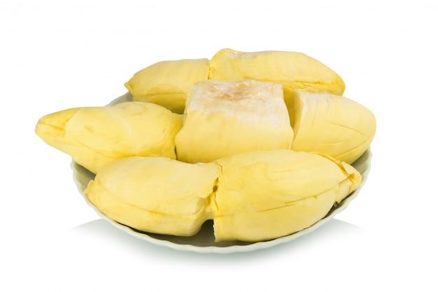 Durian. roi fruit. pelé. sur le plat. isolé sur fond blanc Photo Premium