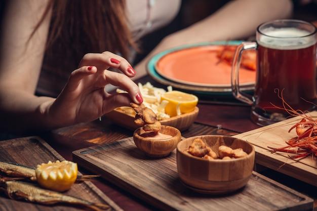 Dushbere frit avec sauce Photo gratuit