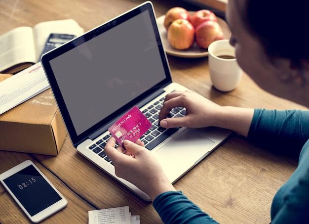 E-banking paiement connexion financière ordinateur portable Photo gratuit