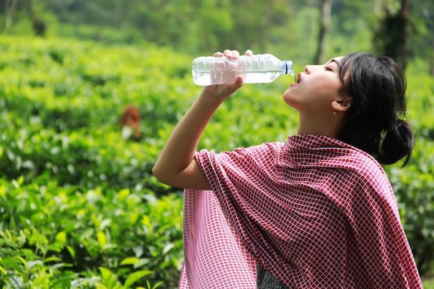 L'eau est très bonne pour la santé. Photo Premium