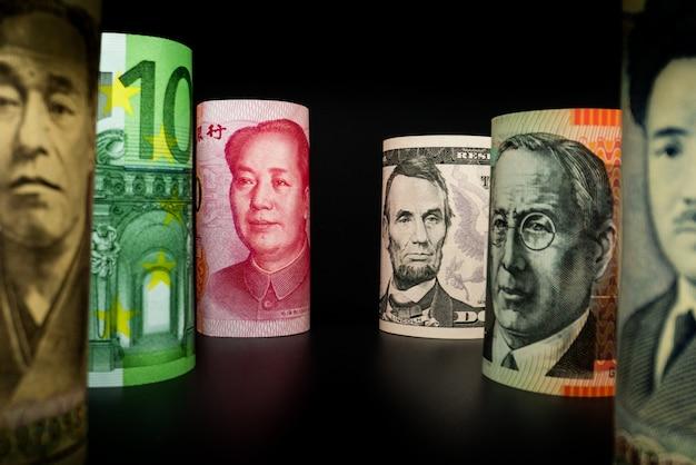 Échange D'argent International. Monnaie étrangère. Photo Premium