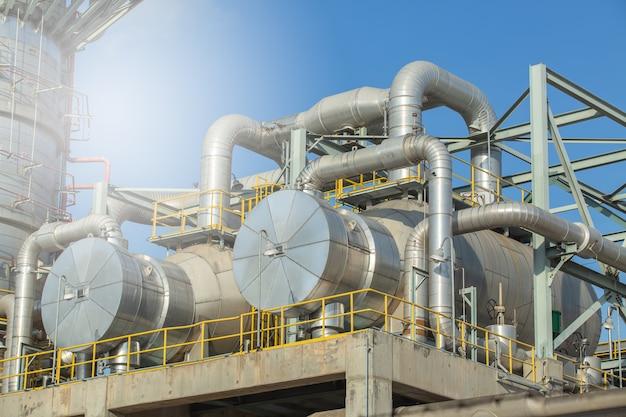 Échangeur de chaleur et colonne, unité de séparation des gaz échangeur de chaleur. Photo Premium