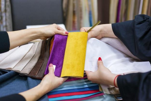 Échantillons de tissus pour rideaux, meubles rembourrés Photo Premium