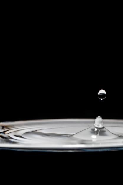 Éclaboussures d'eau et bulles élégant noir et blanc Photo gratuit