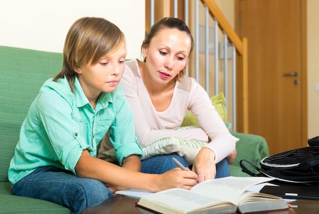 Écolier Et Mère Photo gratuit