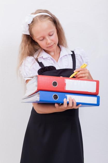 Écolière Avec Dossiers Photo gratuit