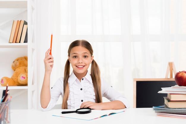 Écolière intelligente ayant idée Photo gratuit