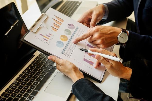 Economie Des Finances, Travail, Ordinateur Portable, Discussion, Ordinateur Portable Photo gratuit