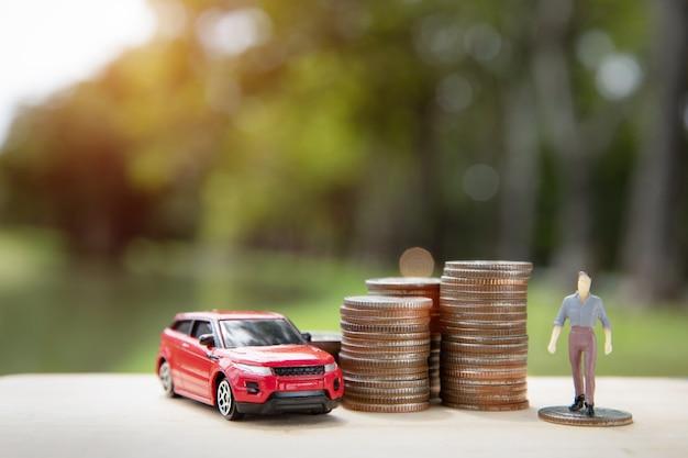 Économiser De L'argent Pour Une Voiture Ou Une Voiture D'échange Contre De L'argent Photo gratuit