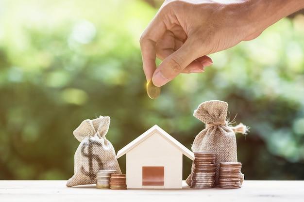 Économiser de l'argent, un prêt immobilier, une hypothèque, un investissement immobilier pour un futur concept. Photo Premium