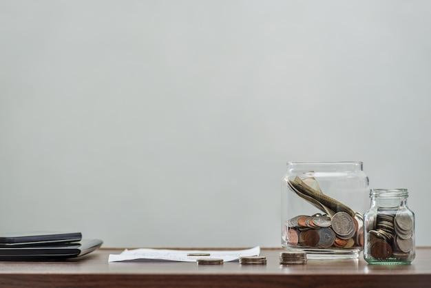 Économisez de l'argent et compte bancaire pour le concept d'entreprise finance Photo Premium
