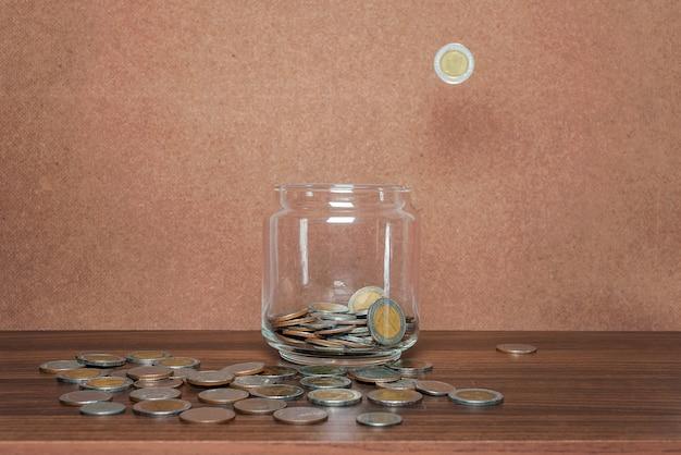 Économisez de l'argent et compte bancaire Photo Premium