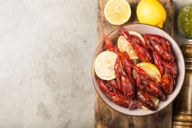 Écrevisses fraîches cuites en glaçons Photo Premium