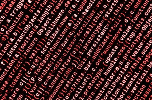 Écrire du code de programmation sur un ordinateur portable. données binaires numériques sur écran d'ordinateur Photo Premium