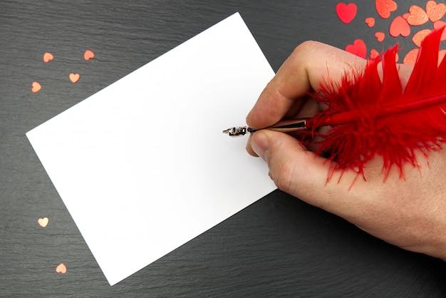 Écriture Avec Lettre Pour Happy Valentine's Day, Stylo Et Coeur Rouge. écrire Une Lettre D'amour. Joyeuse Saint Valentin. Photo Premium