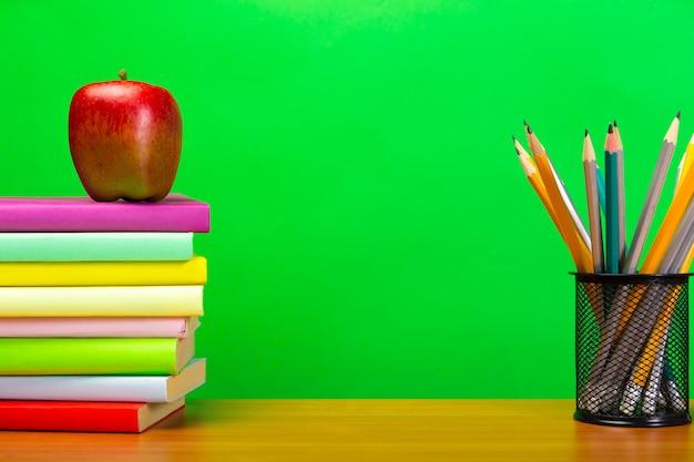 Education ou rentrée scolaire concept avec fond Photo Premium