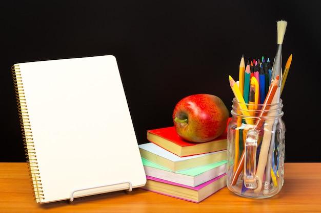 L'éducation ou la rentrée scolaire concept. Photo Premium
