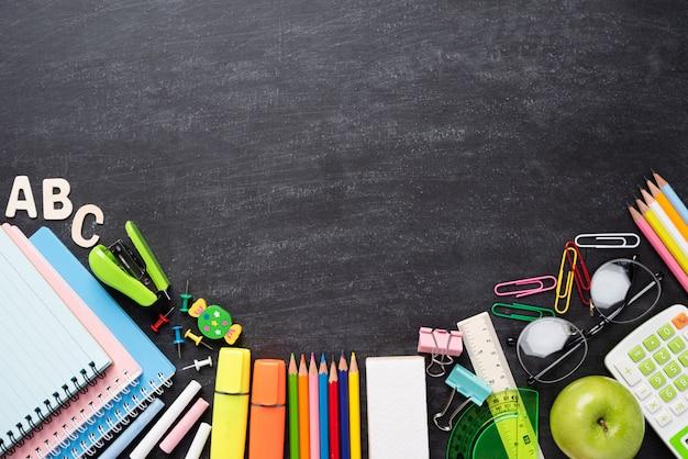L'éducation ou la rentrée scolaire sur le tableau Photo Premium
