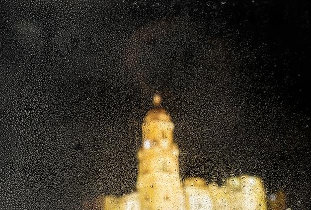Effet de pluie sur fond de nuit de la ville Photo gratuit
