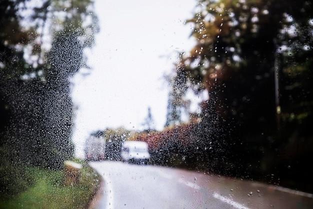 Effet de pluie sur fond de route Photo gratuit