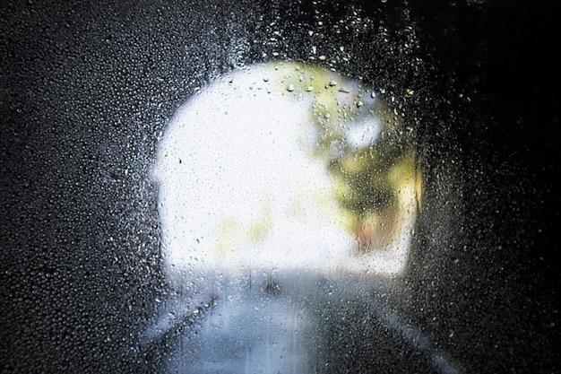 Effet de pluie sur fond de tunnel Photo gratuit