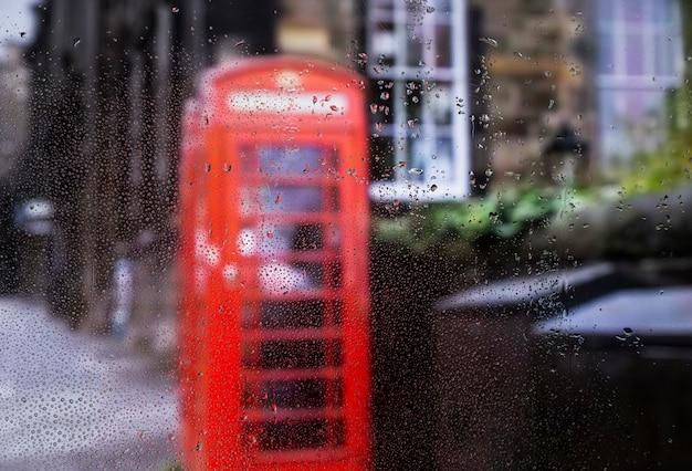 Effet de pluie sur fond urbain Photo gratuit