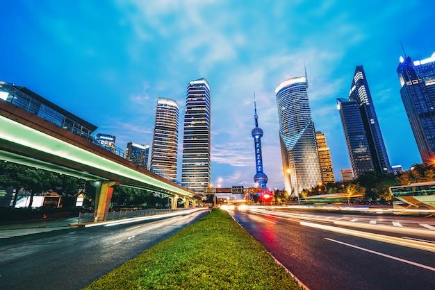 Effet de vitesse de mouvement avec city night Photo Premium