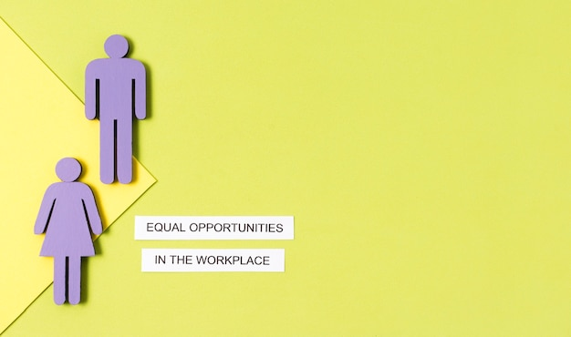 Égalité Des Chances Sur Le Lieu De Travail Femme Et Homme Copie Espace Figurine Photo gratuit