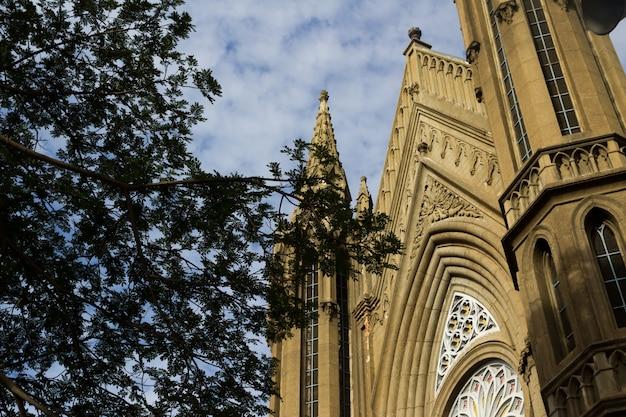 Eglise avec un ciel en arrière-plan Photo gratuit