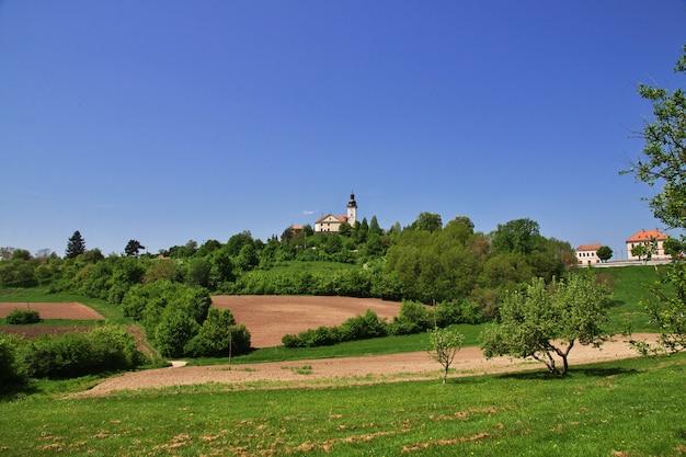L'église Dans Les Montagnes De Slovénie Photo Premium