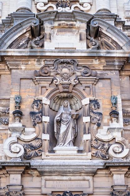 Une église de la grand place bruxelles, belgique Photo Premium