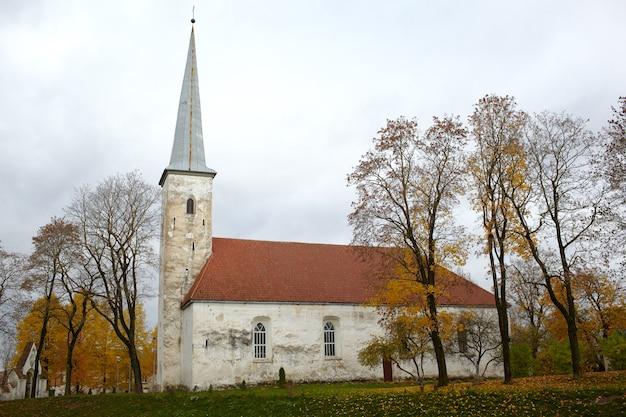 Église luthérienne, johvi, estonie. Photo Premium