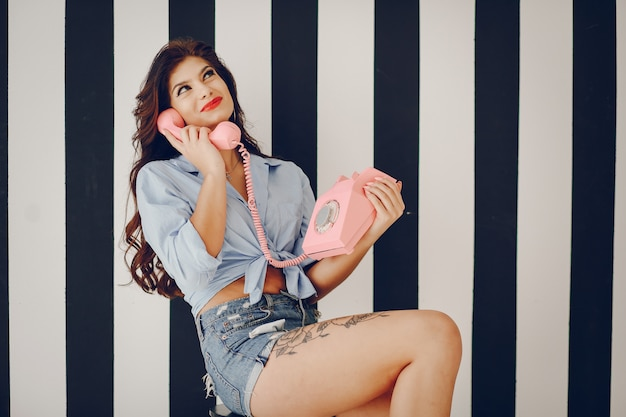 Élégante pin up girl Photo gratuit