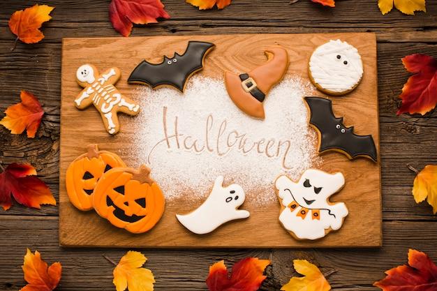 Éléments d'halloween sur une planche de bois Photo gratuit