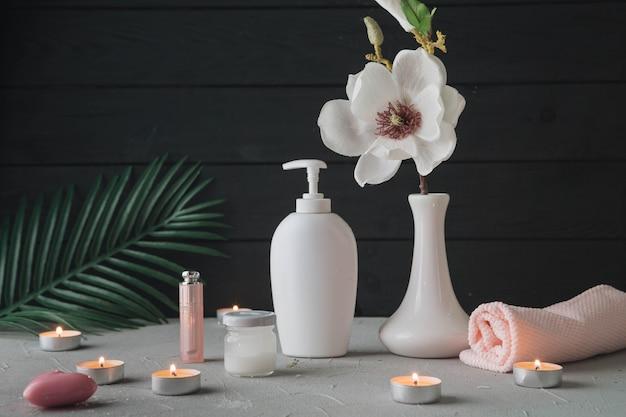 Éléments naturels pour spa avec crème de beauté Photo gratuit