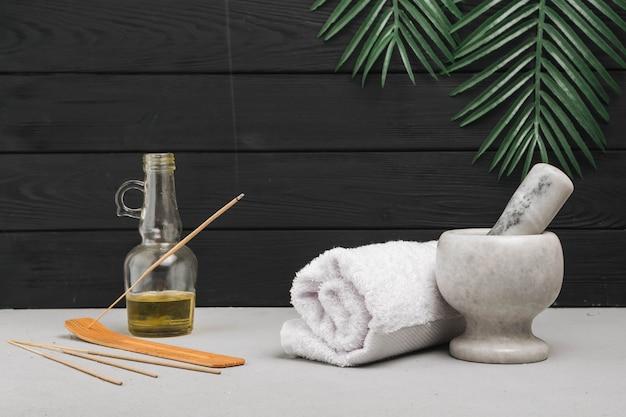 Éléments naturels pour spa avec encens aromatique Photo gratuit
