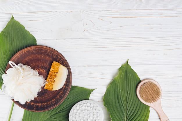 Éléments naturels pour spa avec savon Photo gratuit